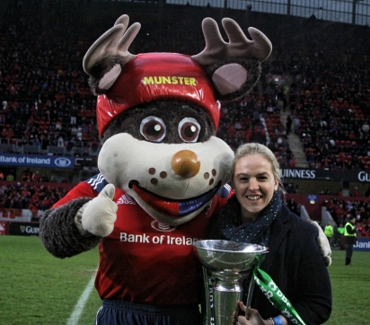 Niamh Briggs Munster mascot 6 Nations trophy
